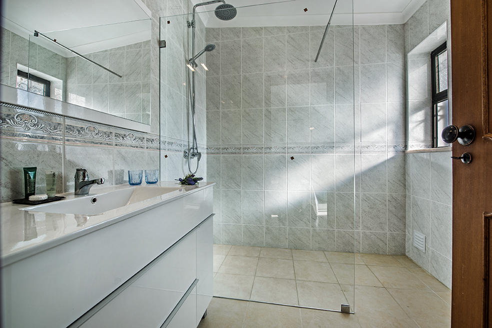 Susana Bathroom