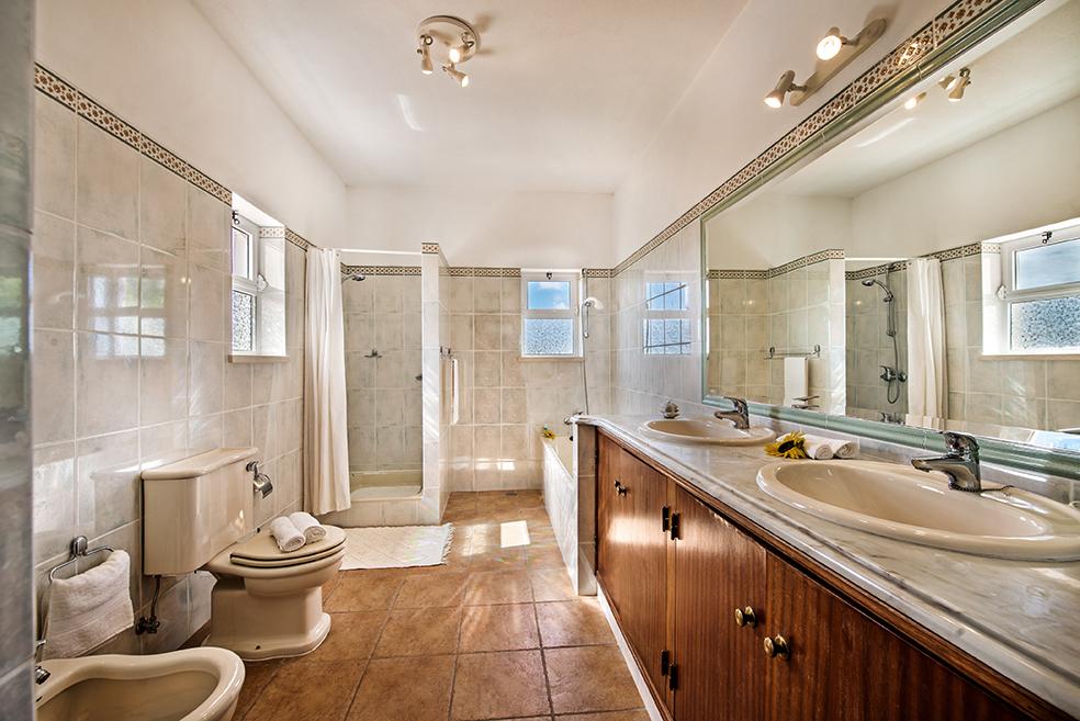 Quina Bathroom